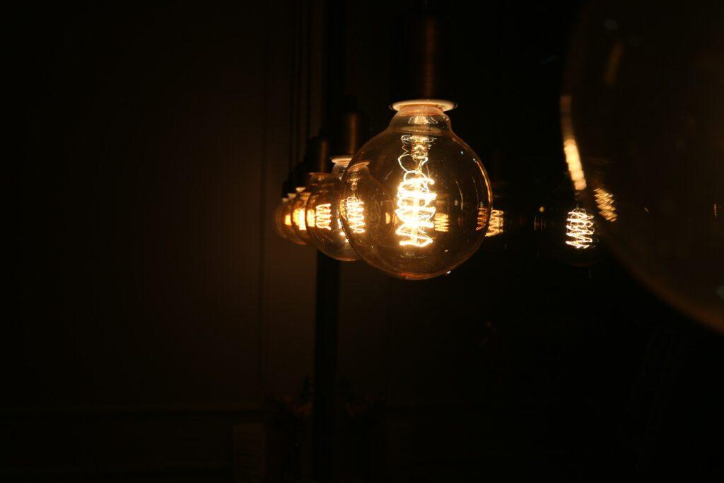 light-bulb-633711_1920